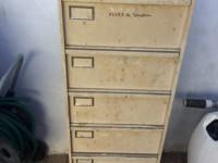 Meuble casier à tiroirs métallique
